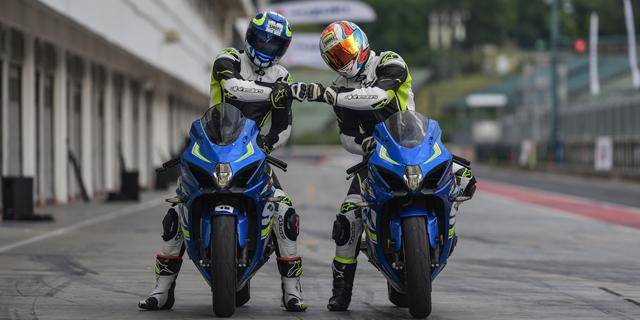 Roaring Suzuki motorbikes at HUNGARORING